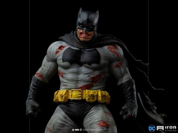 Batman: The Dark Knight Returns Diorama 1/6 Batman 38 cm