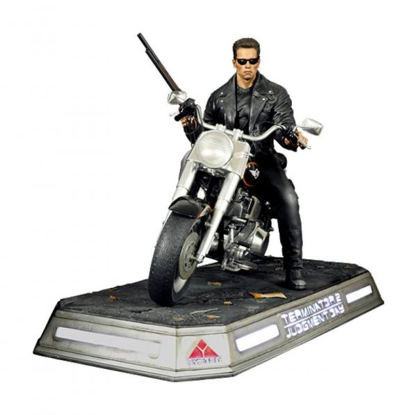 Terminator 2: Judgment Day: T-800 on Motorcycle 1/4 Statue - Dark Side Collectibles