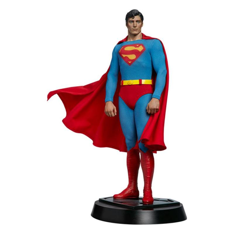 Superman: Superman 52 cm Premium Format Figure - Sideshow Collectibles