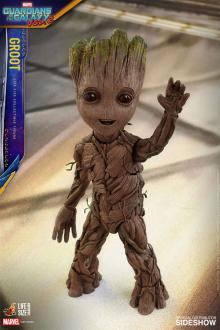 Guardians of the Galaxy Vol. 2 Life-Size Statue Groot